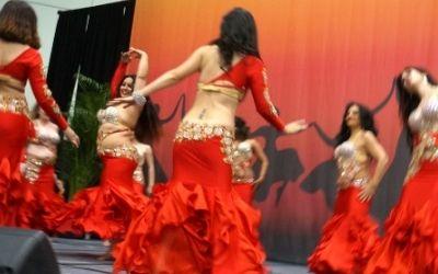 belly dancers dance